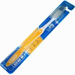 Зубная щетка Oral-B с футляром